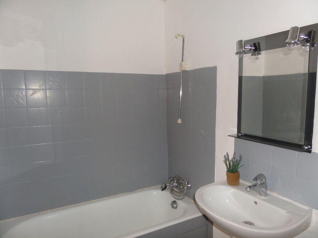 Appartement à louer 2 36m2 à Cadenet vignette-4