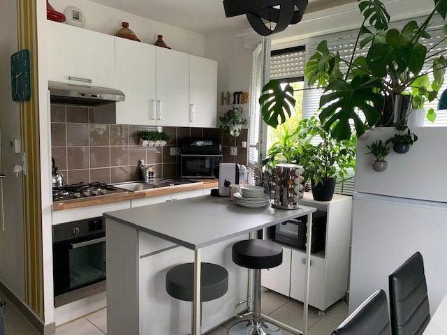 Appartement à louer 2 50m2 à Compiègne vignette-3