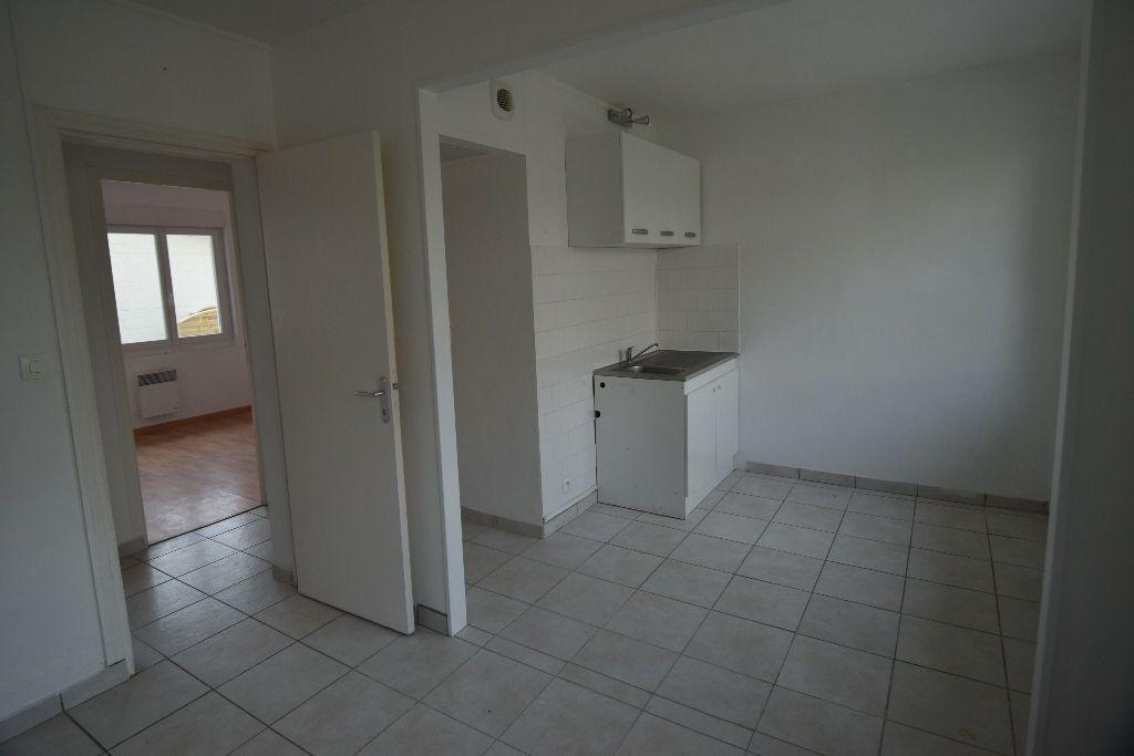 Appartement à louer 3 39.35m2 à Vic-sur-Aisne vignette-2