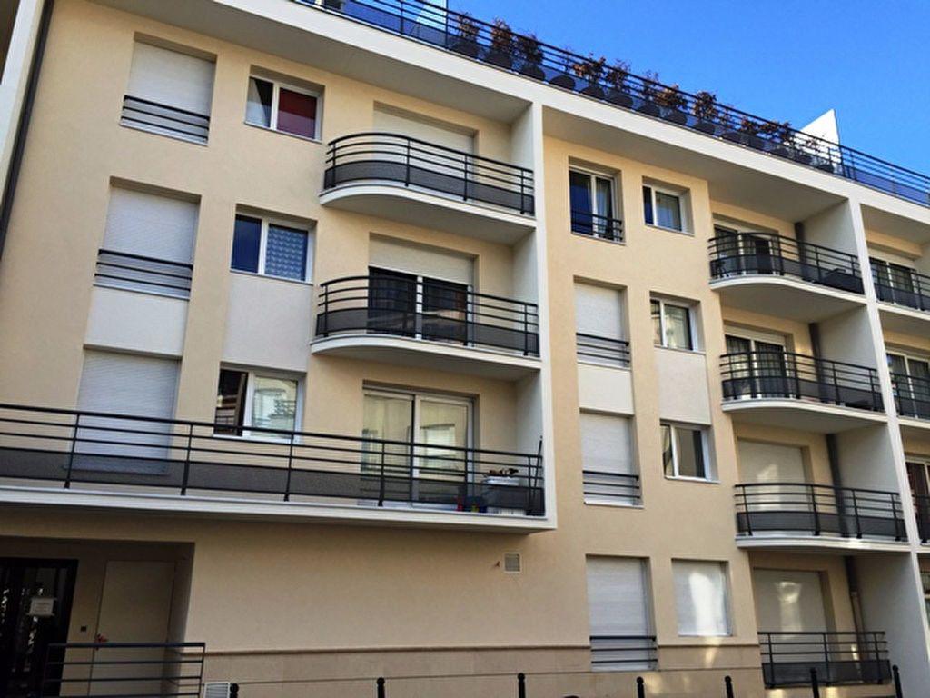 Appartement à louer 2 50.96m2 à Compiègne vignette-1