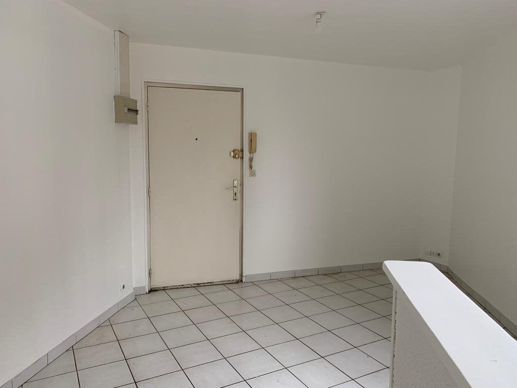 Appartement à louer 2 32m2 à Lassigny vignette-2
