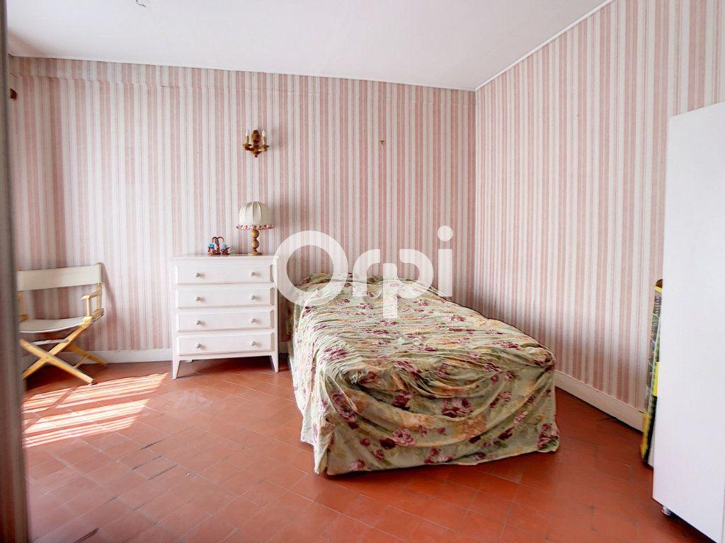 Maison à vendre 5 114m2 à Mareuil-la-Motte vignette-4