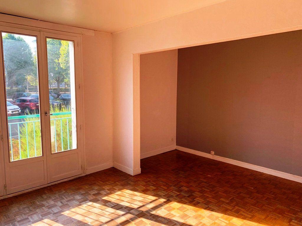 Appartement à louer 3 69.35m2 à Compiègne vignette-2