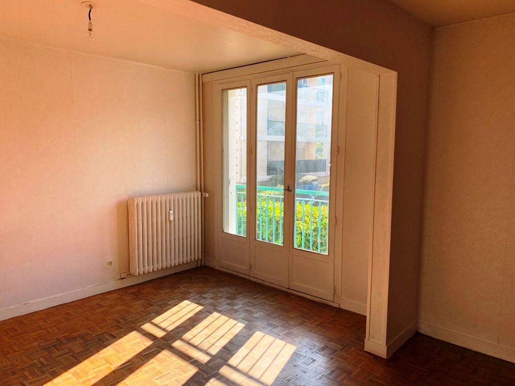 Appartement à louer 3 69.35m2 à Compiègne vignette-3