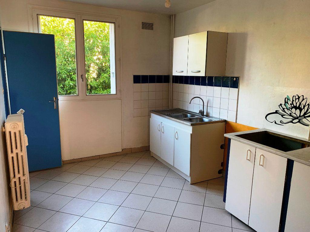 Appartement à louer 3 69.35m2 à Compiègne vignette-4