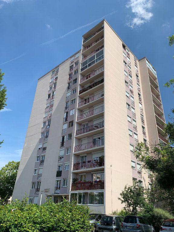 Appartement à louer 3 66.51m2 à Compiègne vignette-1