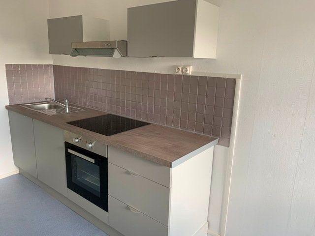 Appartement à louer 3 66.51m2 à Compiègne vignette-3