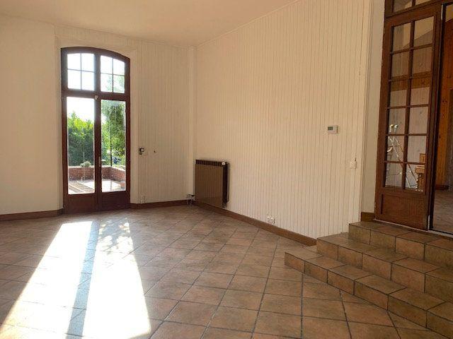 Maison à louer 3 145m2 à Cuvilly vignette-4