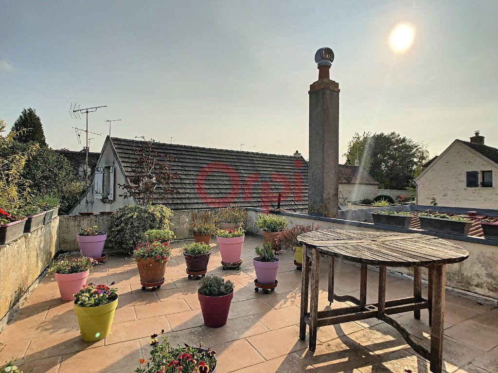Maison à vendre 6 170m2 à Avilly-Saint-Léonard vignette-1