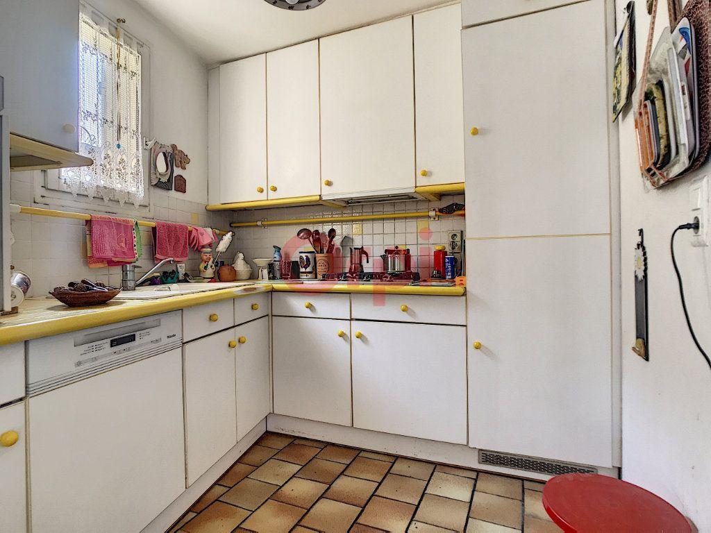 Maison à vendre 6 170m2 à Avilly-Saint-Léonard vignette-6