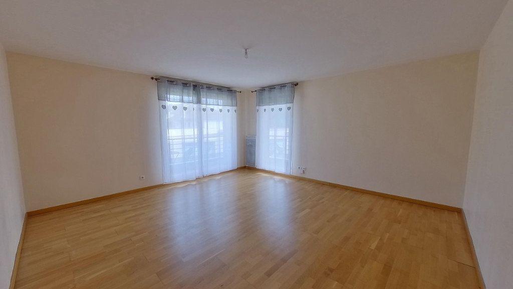 Appartement à louer 3 64.45m2 à Écouen vignette-2