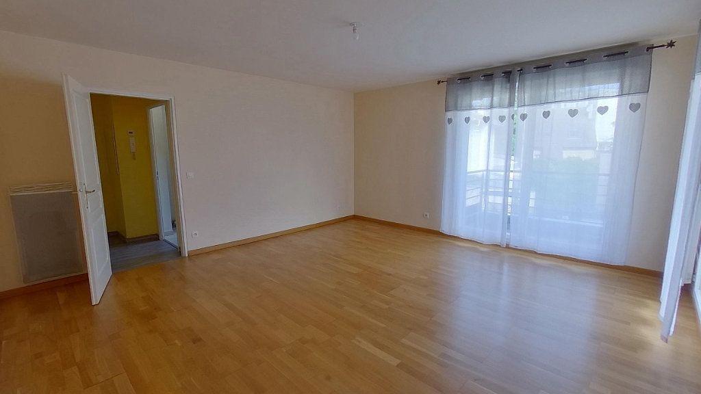 Appartement à louer 3 64.45m2 à Écouen vignette-3
