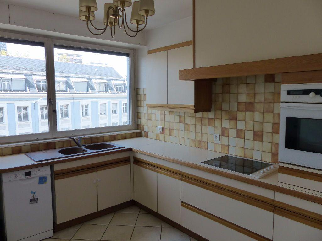 Appartement à louer 5 108m2 à Mulhouse vignette-3