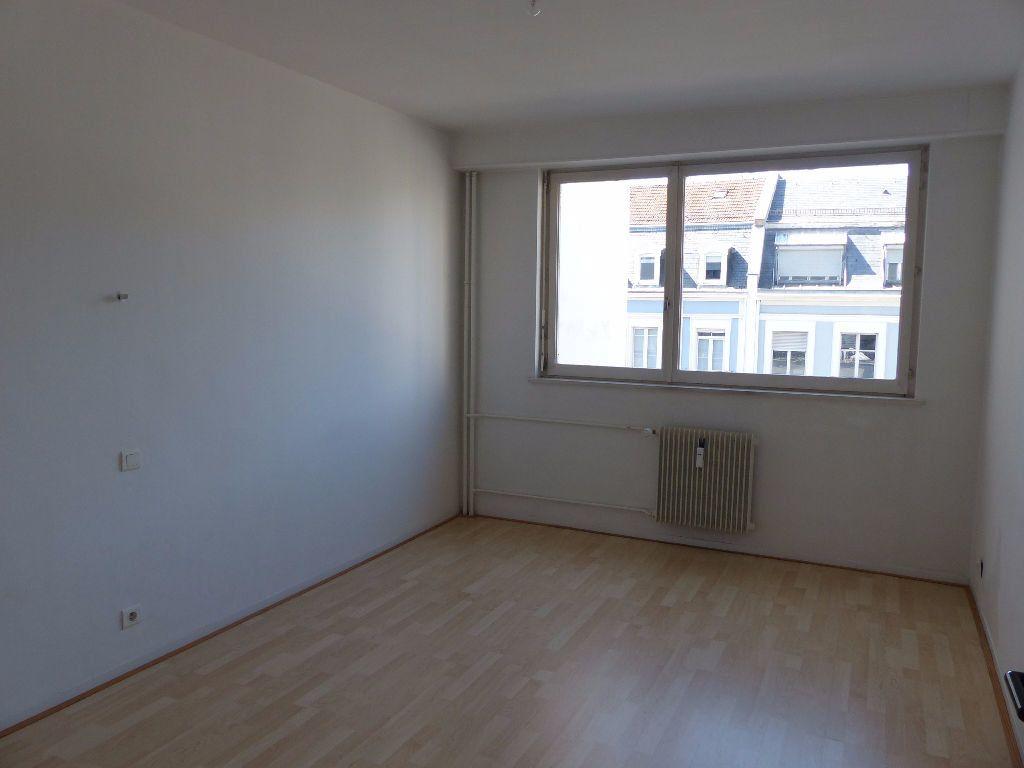 Appartement à louer 5 108m2 à Mulhouse vignette-5