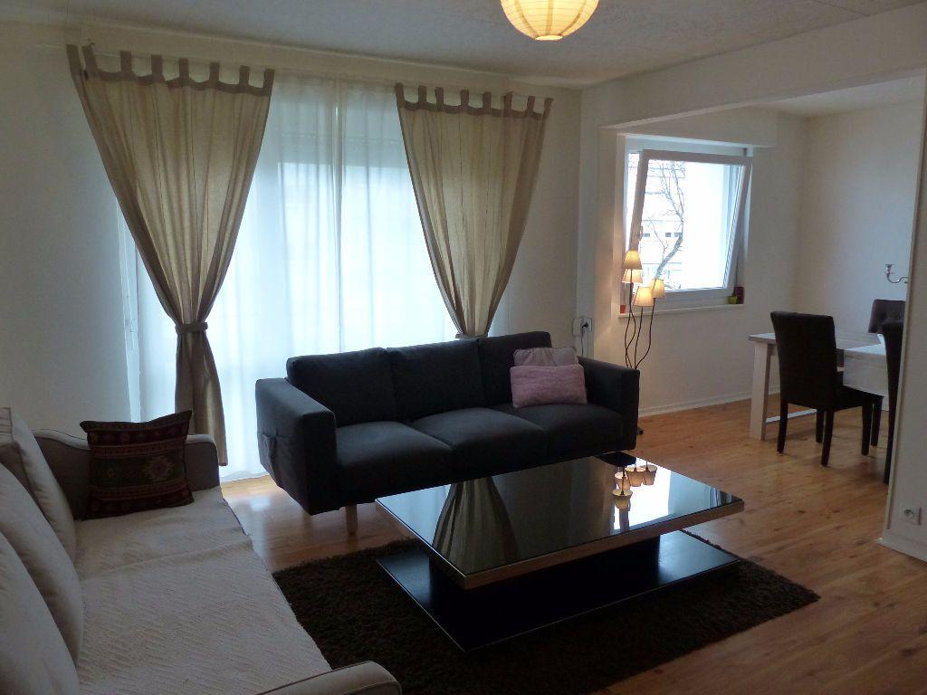 Appartement à louer 4 75.9m2 à Illzach vignette-1