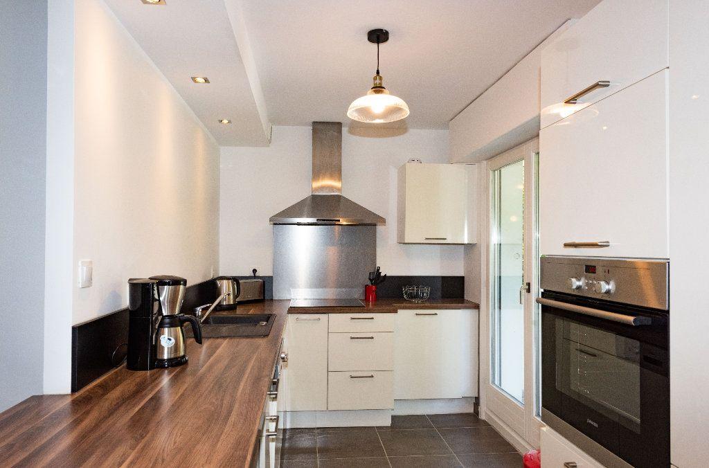 Appartement à louer 3 64.01m2 à Mulhouse vignette-2