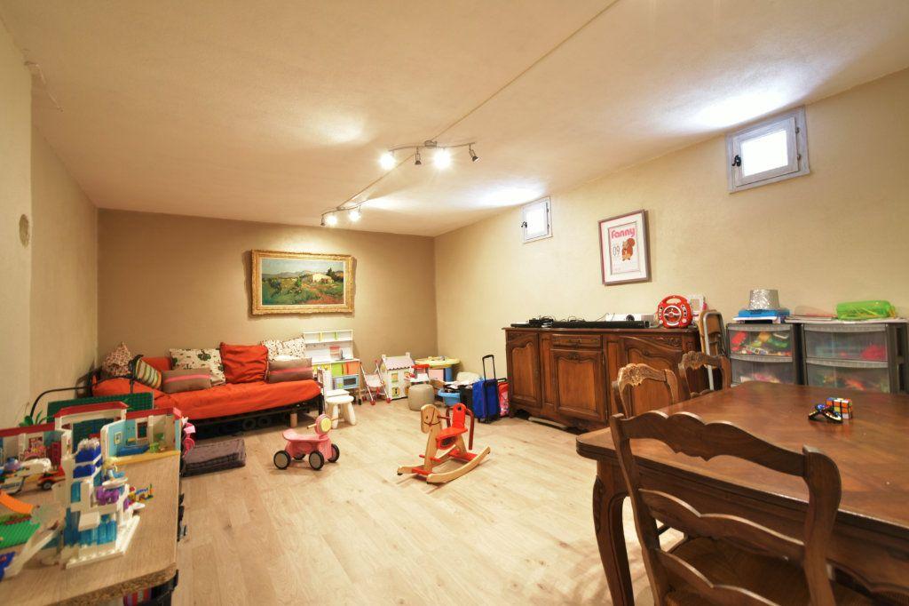 Maison à vendre 4 113m2 à Carqueiranne vignette-7