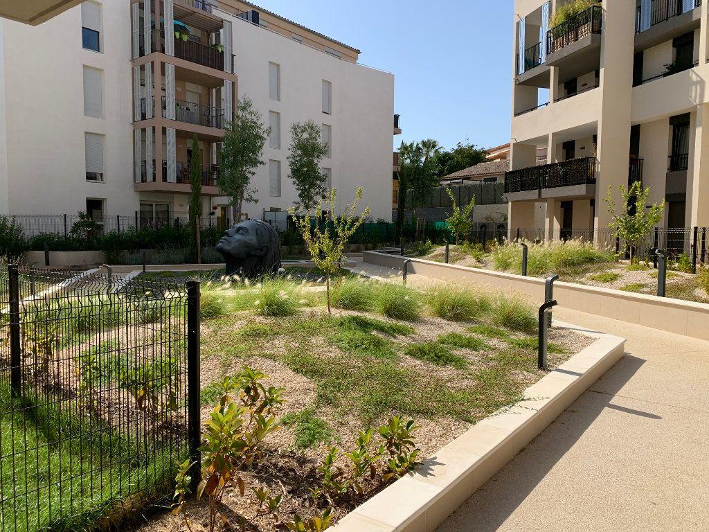 Appartement à louer 4 80.5m2 à Hyères vignette-1