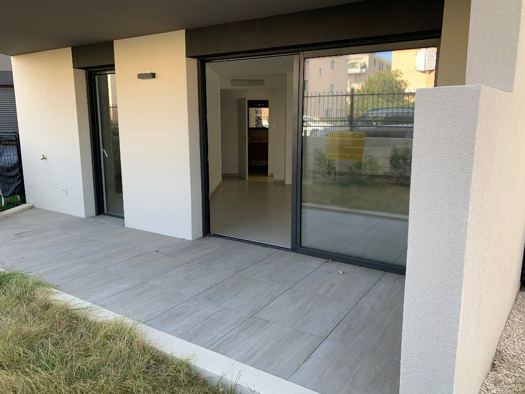Appartement à louer 4 80.5m2 à Hyères vignette-2