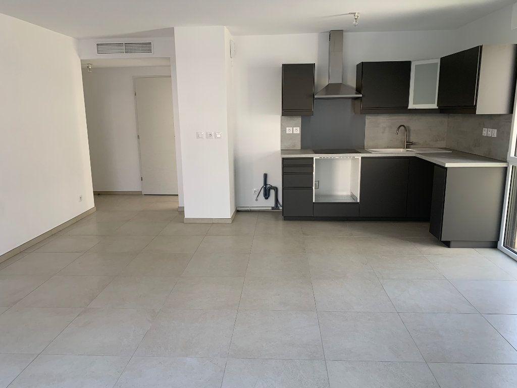 Appartement à louer 4 80.5m2 à Hyères vignette-4