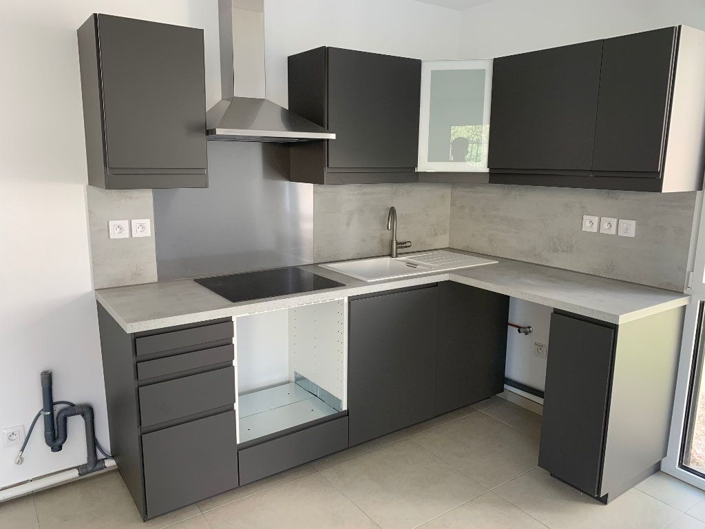 Appartement à louer 4 80.5m2 à Hyères vignette-5