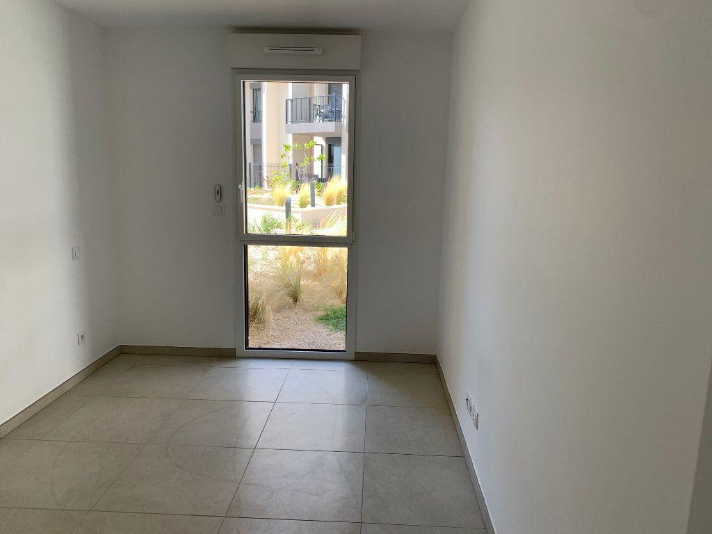 Appartement à louer 4 80.5m2 à Hyères vignette-6