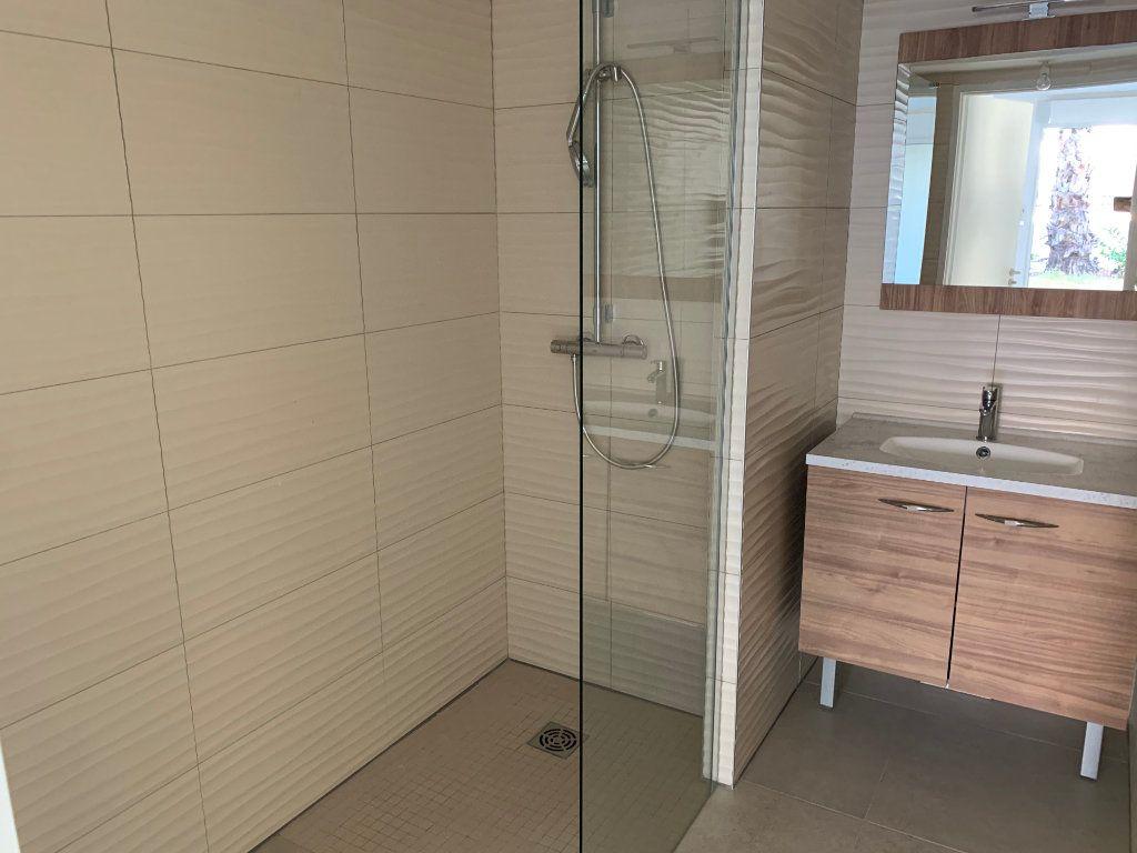 Appartement à louer 4 80.5m2 à Hyères vignette-7