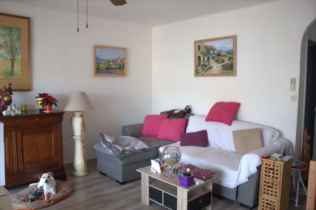 Appartement à louer 4 80m2 à Hyères vignette-1