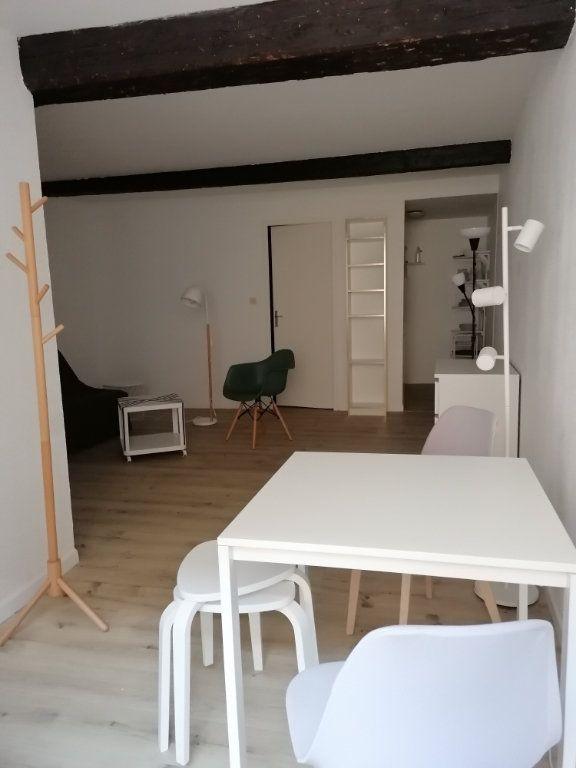 Appartement à louer 1 30m2 à Toulon vignette-2