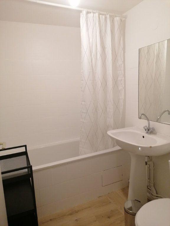 Appartement à louer 1 30m2 à Toulon vignette-4