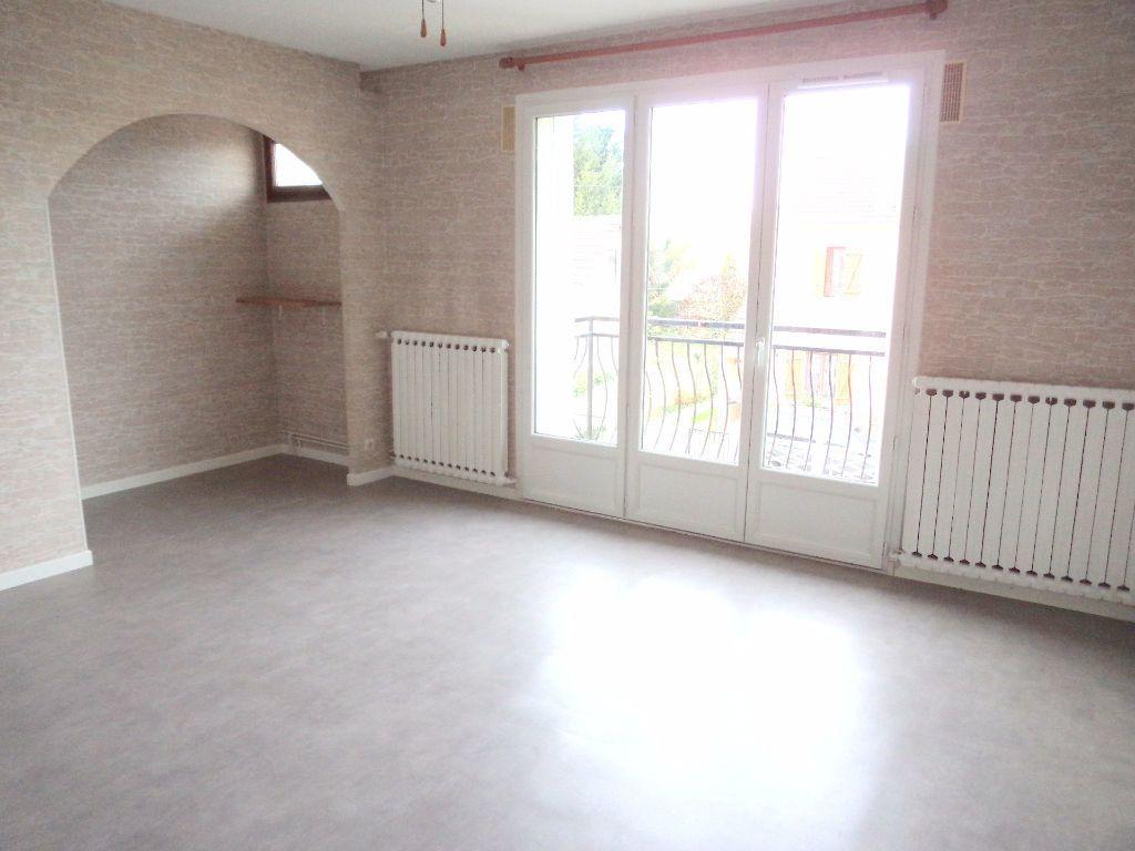 Appartement à louer 3 66.85m2 à Goussainville vignette-1