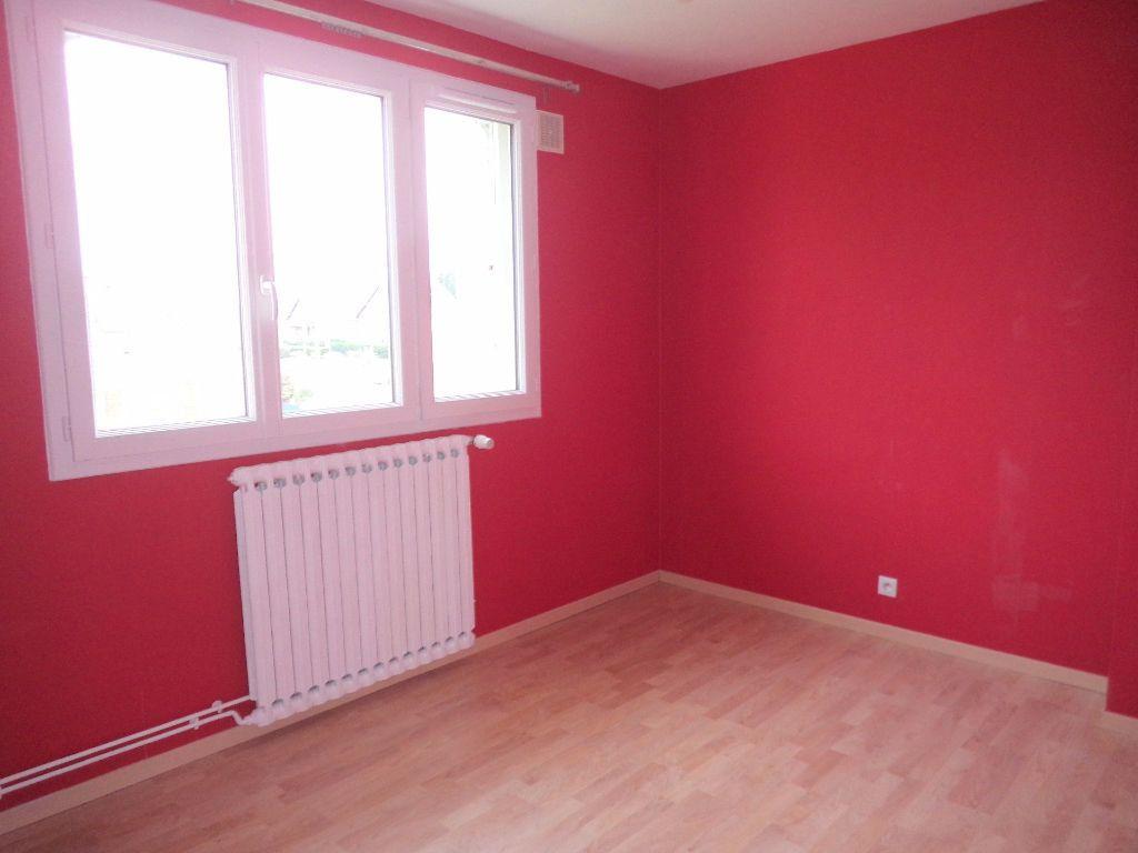 Appartement à louer 3 66.85m2 à Goussainville vignette-2