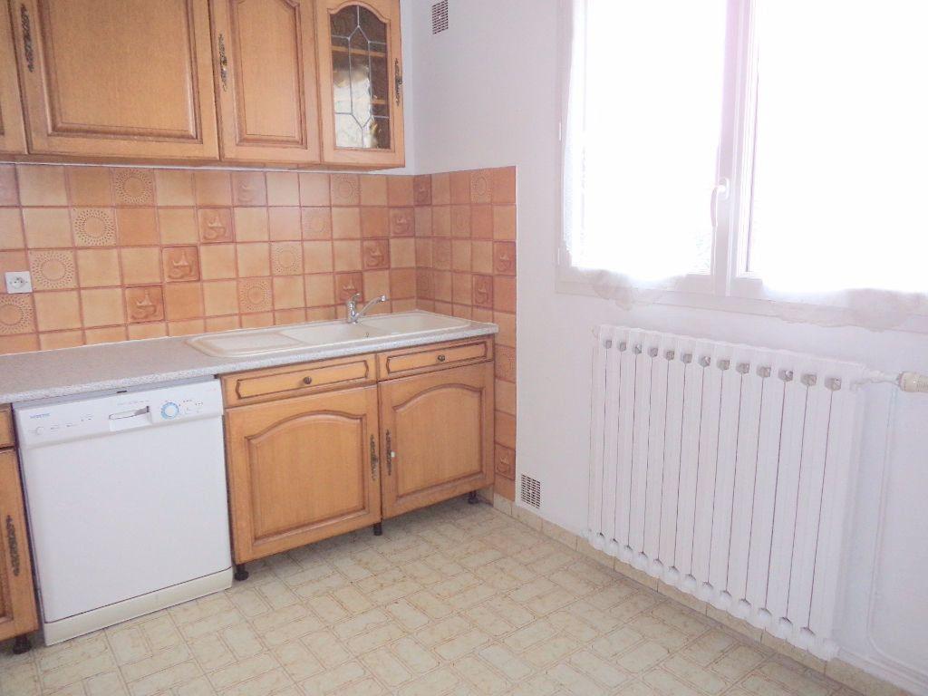 Appartement à louer 3 66.85m2 à Goussainville vignette-4