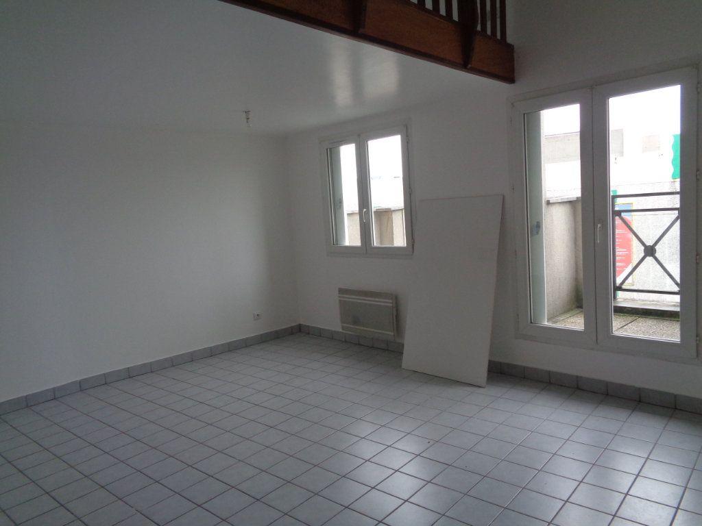 Appartement à louer 2 54.83m2 à Goussainville vignette-1