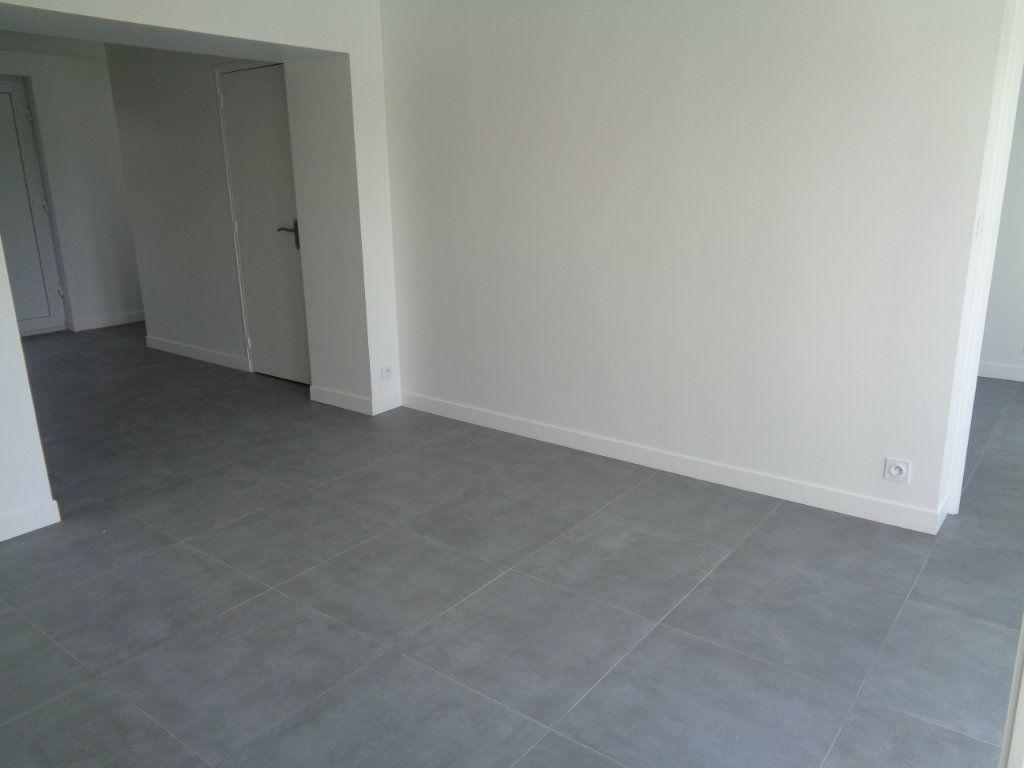 Appartement à louer 2 39.76m2 à Fosses vignette-2