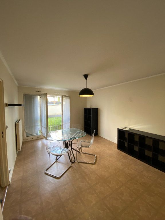 Appartement à louer 1 31.08m2 à Roissy-en-France vignette-1