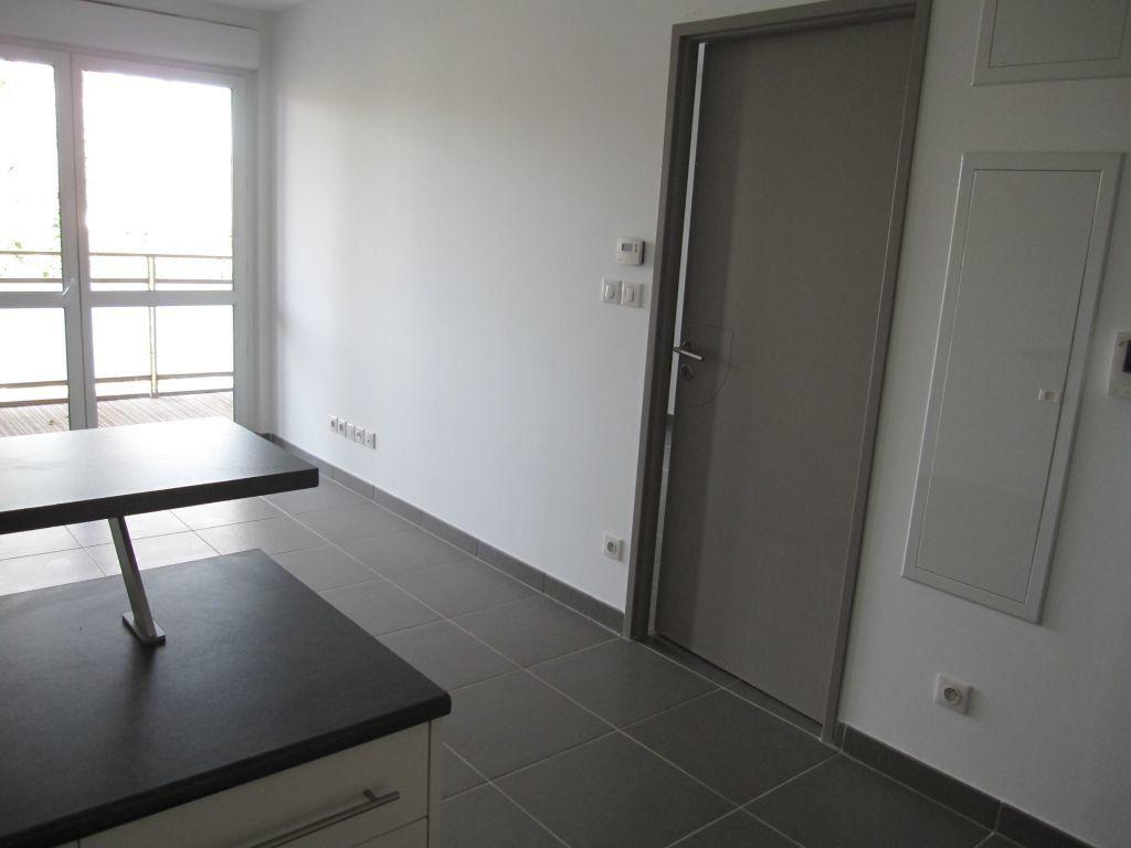 Appartement à louer 2 37.32m2 à Castelnau-le-Lez vignette-2
