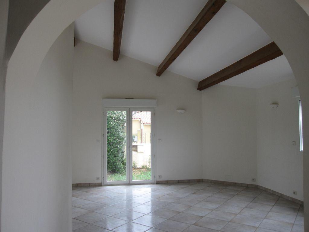 Maison à louer 5 144.71m2 à Saint-Aunès vignette-9