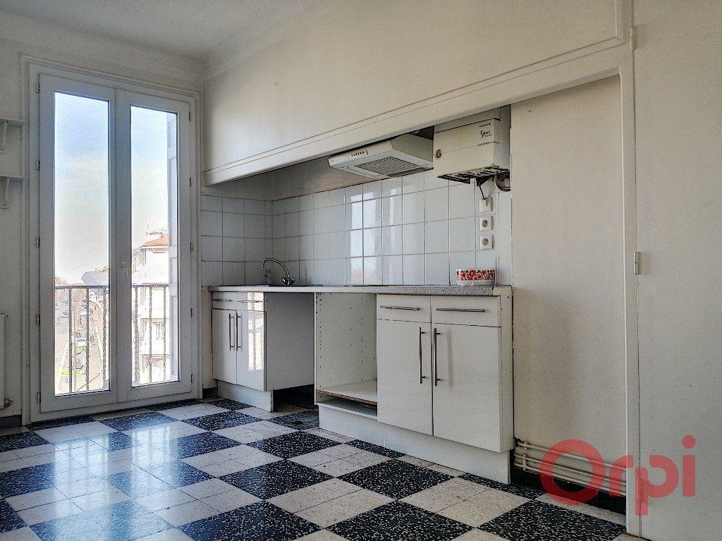 Appartement à louer 3 70.92m2 à Perpignan vignette-2
