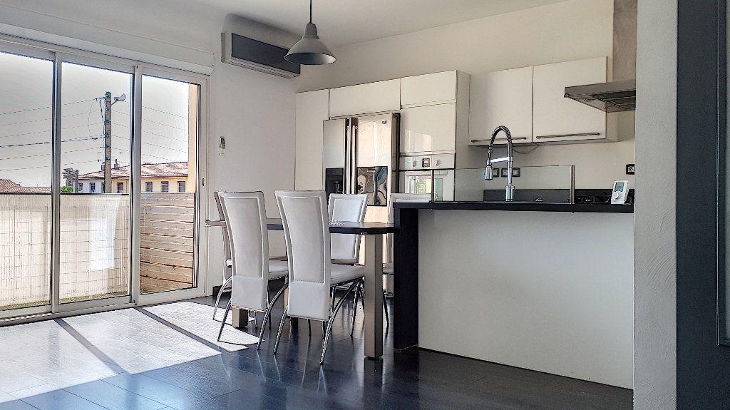 Appartement à louer 4 76.67m2 à Perpignan vignette-2