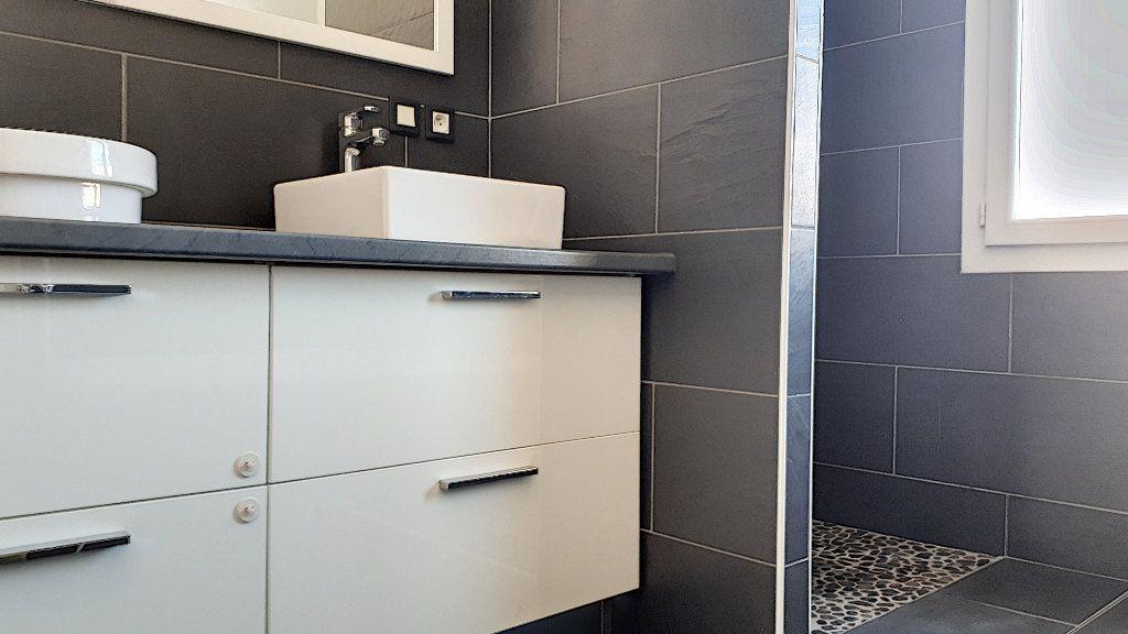 Appartement à louer 4 76.67m2 à Perpignan vignette-3