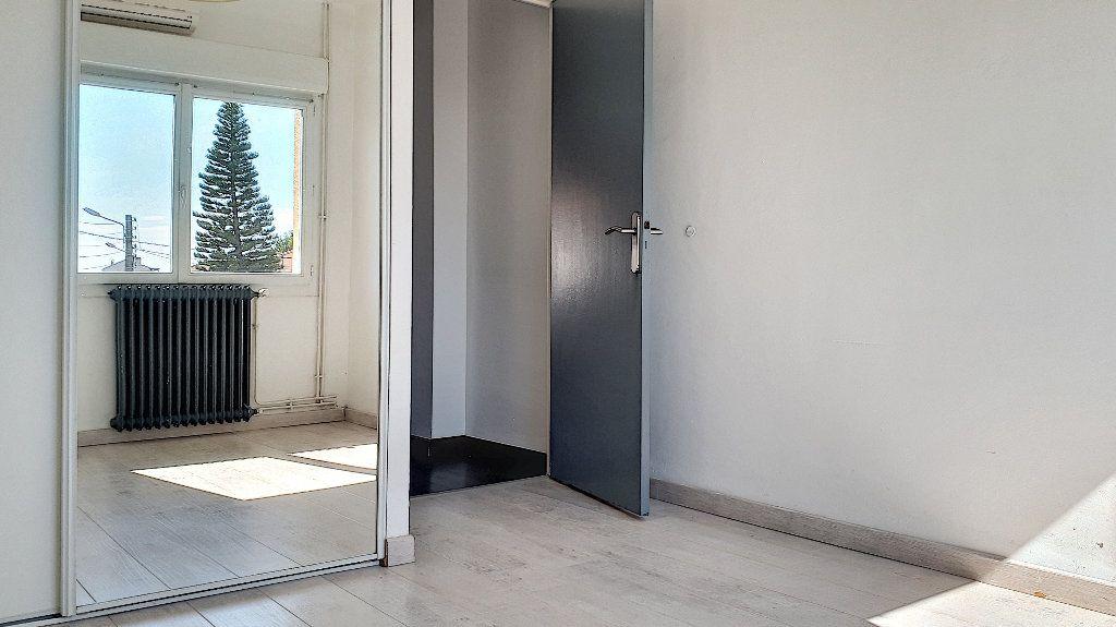 Appartement à louer 4 76.67m2 à Perpignan vignette-6