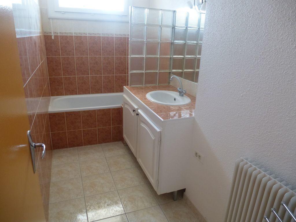 Appartement à louer 3 59.47m2 à Perpignan vignette-1