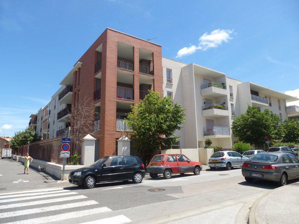 Appartement à louer 3 55.98m2 à Perpignan vignette-1