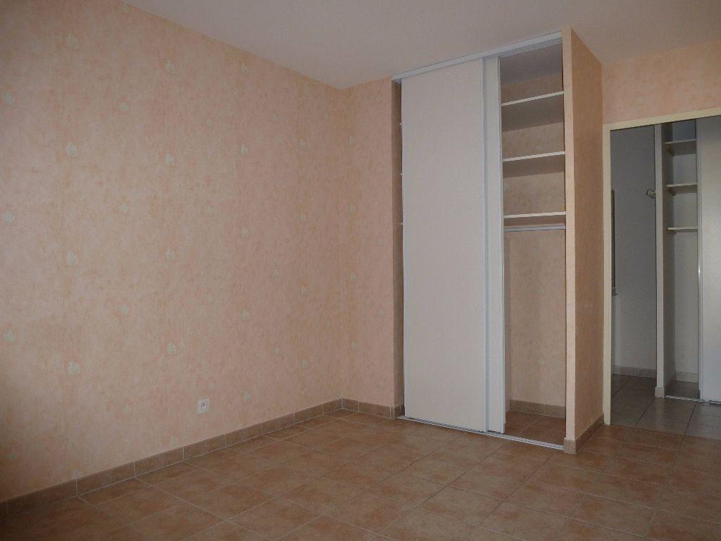 Appartement à louer 3 55.98m2 à Perpignan vignette-2