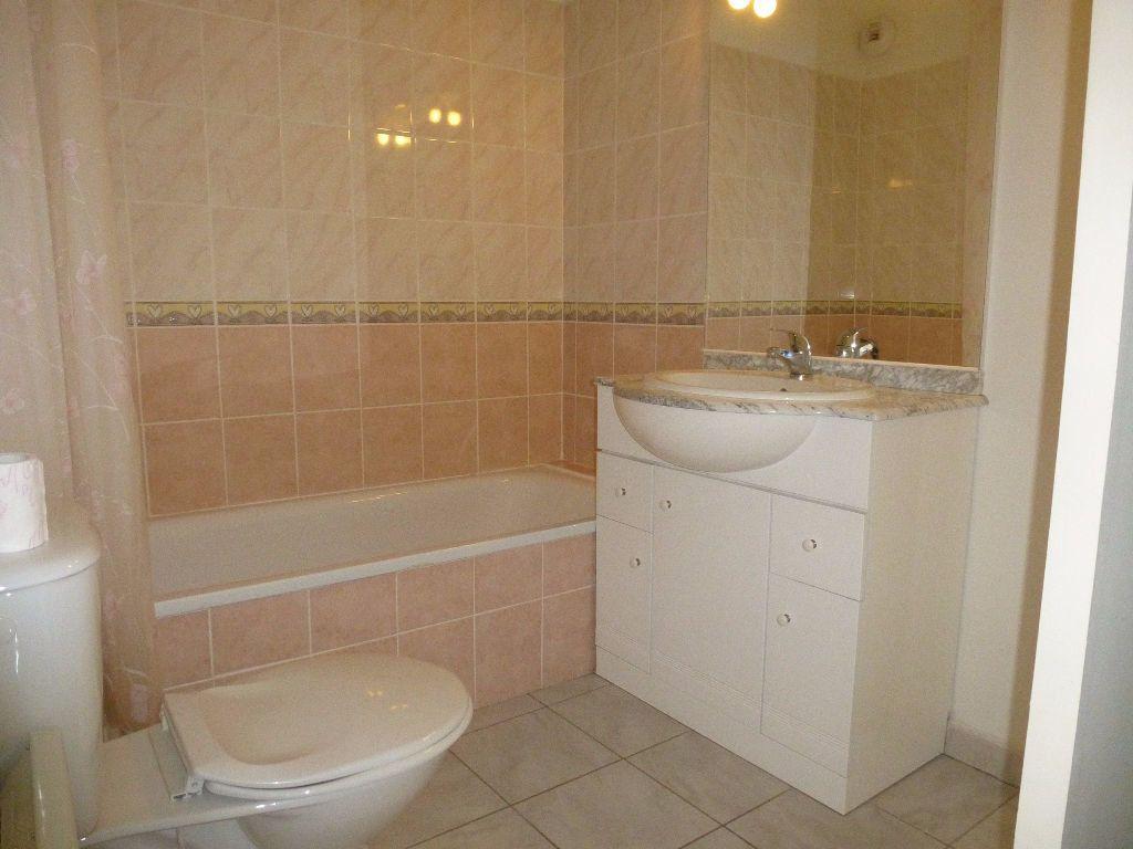 Appartement à louer 3 55.98m2 à Perpignan vignette-4