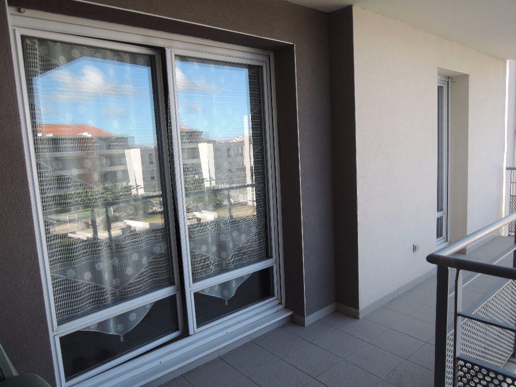 Appartement à louer 3 55.98m2 à Perpignan vignette-6