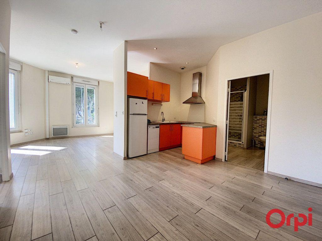 Appartement à louer 3 70.15m2 à Perpignan vignette-3