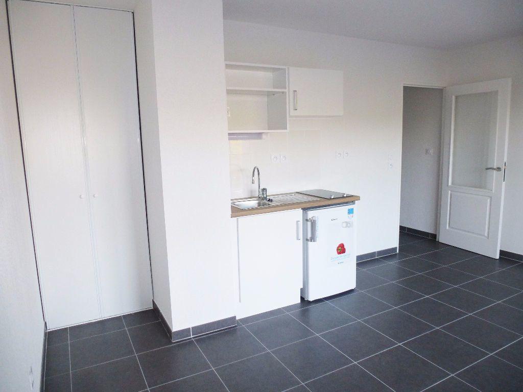 Appartement à louer 2 39.8m2 à Saint-Cyprien vignette-1