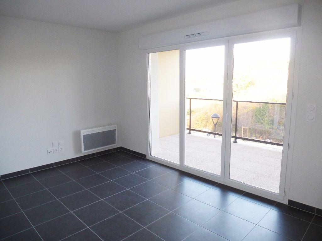 Appartement à louer 2 39.8m2 à Saint-Cyprien vignette-2